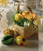 Easter basket: chip basket with Easter eggs