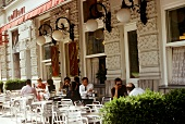 Guests at tables in front of Café Ministerium in Vienna