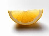 Schnitz einer gelben Grapefruit