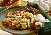 Australische Fischpfanne mit Peperoni, Sprossen, Lauch