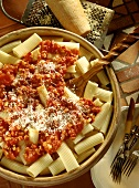 Rigatoni all'amatriciana (pasta with bacon & tomato sauce)