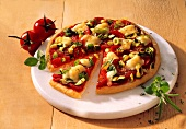 Pizza with tomatoes, leeks and courgettes, pieces cut