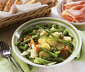 Allegra insalata con asparagi (vegetable salad with asparagus)
