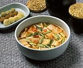Nabak Kimchi (Koreanische Kimchisuppe)