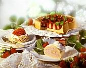 Erdbeerbiskuitrolle, Erdbeersahnetortelett & Erdbeertorte