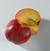 Half a nectarine (with stone)