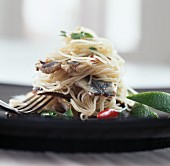 Spaghetti con le sarde (Spaghetti with sardines, Italy)