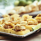 Pasticcini polenta e scampi (Shrimps on fried polenta)