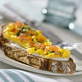 Sandwich with tomato and herb scrambled egg