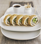 Sushi: vegetable ura-maki with sesame border