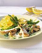 Turkey sauce (Geschnetzeltes) with green asparagus