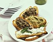 Crostini alla toscana (Röstbrote mit Oiven- & Bohnenpaste)