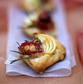Puff pastry with tomatoes and onions