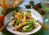 Salad with turkey & fried sage leaves