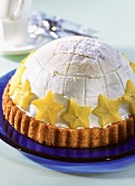 Sweet igloo (ice cream gateau with carambola)
