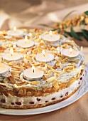 Candlelight-Torte (Mandel-Baiser-Torte mit Teelichtern)