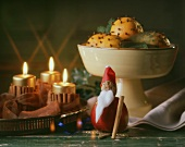 Clove-studded oranges, Father Christmas & burning candles
