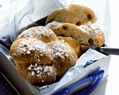 Raisin bread wreath in tin box