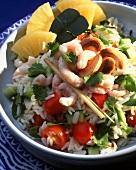 Reissalat mit Cashewkernen, Ananas, Kirschtomaten und Shrimps