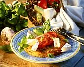 Knoblauch-Rösti mit Camenbert, Tomaten und Basilikum