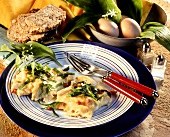 Scrambled egg with ramsons (wild garlic) & bacon