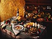 Weihnachtliches Menü mit verschiedenen Speisen