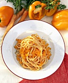 Spaghetti with pepper and carrot sauce