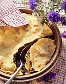 Burek: bosnischer Fleisch-Strudelteig-Auflauf