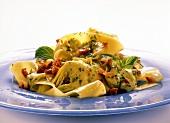 Pappardelle coi carciofi (Ribbon pasta with artichoke sauce)