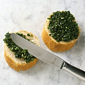Baguette slices with parsley