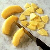 Pfirsichspalten klein schneiden