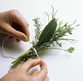 Tying a bunch of herbs with a thread