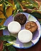 Kleingebäck mit Mandeln und Zitronenglasur