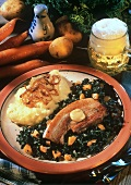 Fried belly pork on kale, with mashed potatoes
