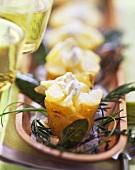 Baked Potatoes mit Kräuter-Mascarpone