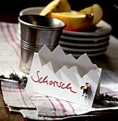 Tischkarte im Alpenlook mit Aufschrift 'Schorsch'