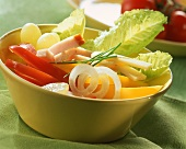 Crudités with strips of ham and cheese