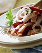 Fleischsalat mit Roter Bete, angemacht mit Essig und Öl