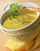 Low-fat cream of carrot soup with parsley