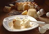Yeast rolls with custard