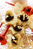 Star biscuits with banana and chocolate cream
