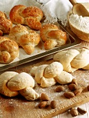 Yeast cakes with almonds