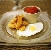 Accompaniments for Cuban rice dish (fried egg, banana)