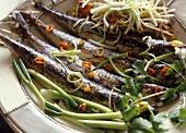 Sarde fritte alle cipolle (Sardinen mit Frühlingszwiebeln)