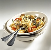 Spaghetti alle vongole(Spaghetti mit Tomaten & Venusmuscheln)