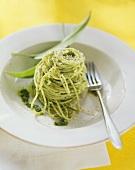 Spaghetti al pesto verde (Spaghetti with ramsons pesto)