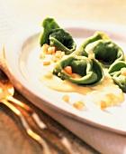 Tortellini verdi al gorgonzola (Tortellini with cheese sauce)