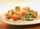 Tortellini orto e mare (Tortellini with vegetables & shrimps)