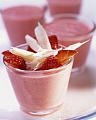 Strawberry mousse with white chocolate curls