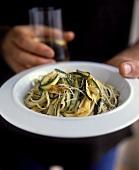 Linguine alla zucchina (Bandnudeln mit Zucchini & Knoblauch)
